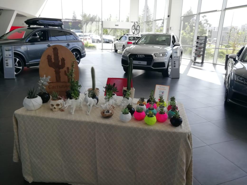 Zentrum automotriz realizó feria navideña para apoyar emprendimientos nacionales